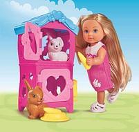 Aanbiedingen Evi met konijnenhok 12cm - Steffi Love - Geldig van 11/10/2021 tot 25/10/2021 bij Toychamp